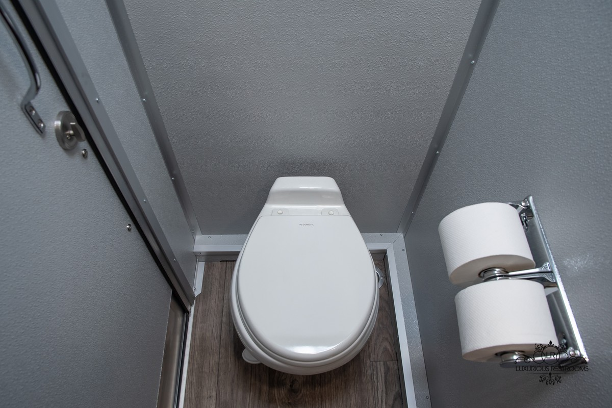 comfortable toilet trailer for engagement
